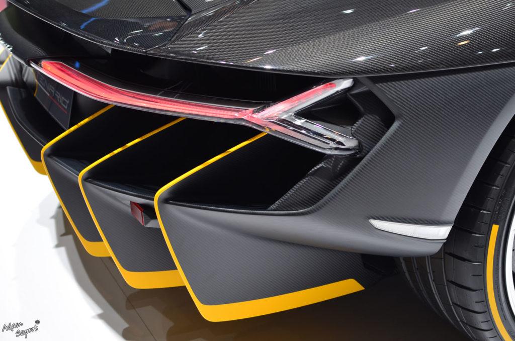 Premiera Lamborghini Centenario LP770-4, tył, światła, serwis motoryzacyjny, blog motoryzacyjny, premiery samochodów