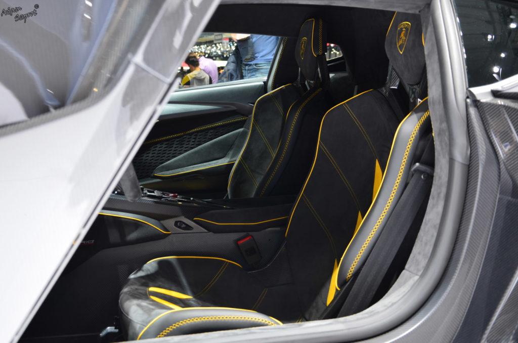 Premiera Lamborghini Centenario LP770-4, środek, wnętrze, siedzenia, serwis i blog o samochodach, premiery, opisy, wydarzenia, auta.