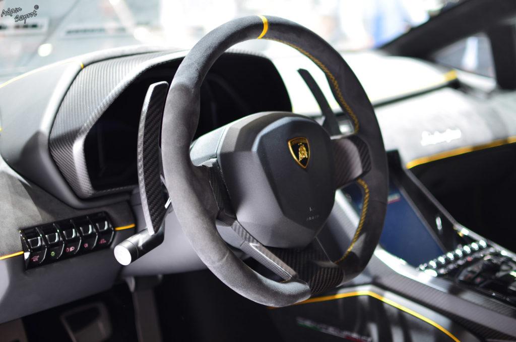 Premiera Lamborghini Centenario LP770-4, środek, wnętrze, kierownica, serwis i blog o samochodach, premiery, opisy, wydarzenia, auta.