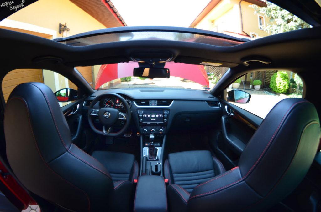 środek Skoda Octavia RS230, testy Skody, testy aut, witryna motoryzacyjny, blog motoryzacyjny, blog samochodowy, opisywanie aut, testy samochodów, premiery.