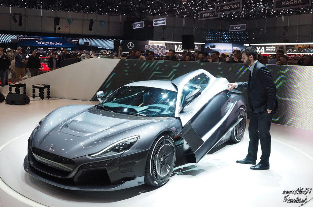 Mate Rimac otwiera swój super-samochód podczas premiery na targach w Genewie