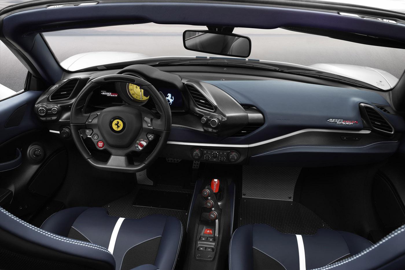 Wnętrze nowego Ferrari 488 Pista Spider