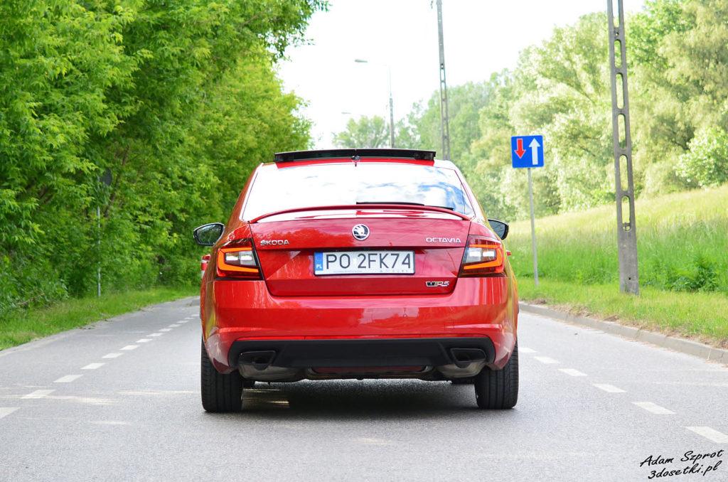 Skoda Octavia RS 245 widziana z tyłu
