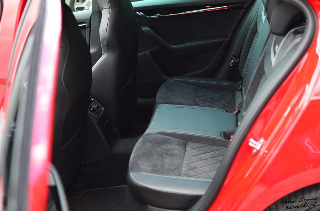 Miejsce z tyłu w Skodzie Octavii RS 245, testy motoryzaycjne, blog motoryzacyjny