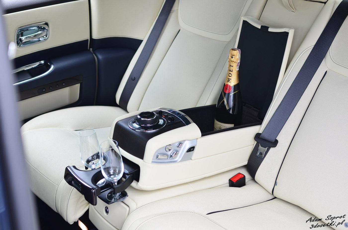 Miejsce na szampana w Rolls-Royce Ghost EWB