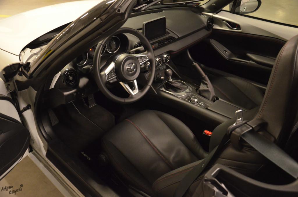 Mazda MX-5 - wnętrze - 3dosetki.pl - ciekawa strona o motoryzacji