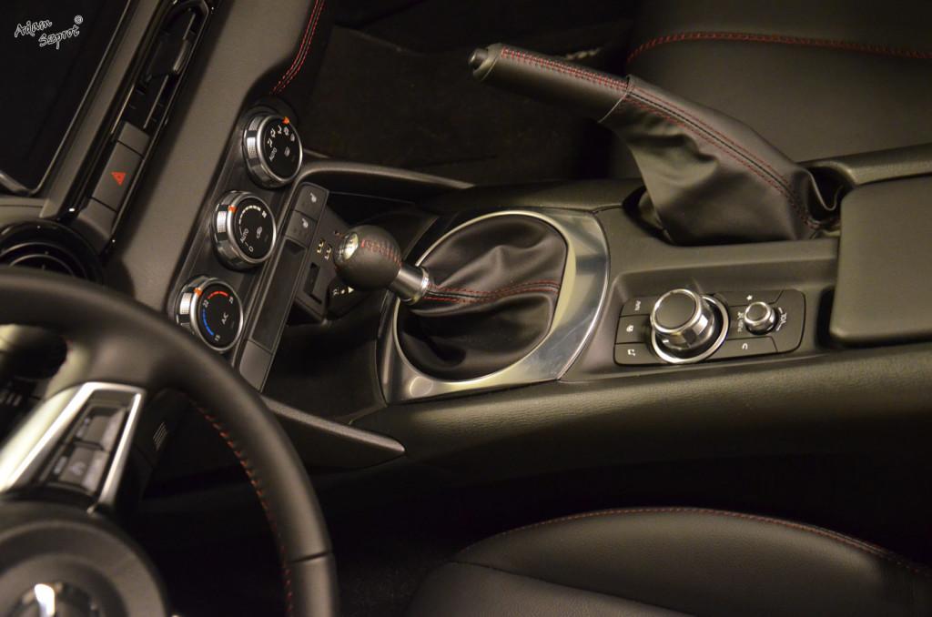 Mazda MX-5 - środek - 3dosetki.pl - ciekawa strona o motoryzacji