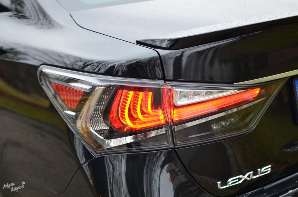 Światła tylnie Lexus GS450h F-Sport, opisy samochodów i supersamochodów, blog samochodowy, blog motoryzacyjny