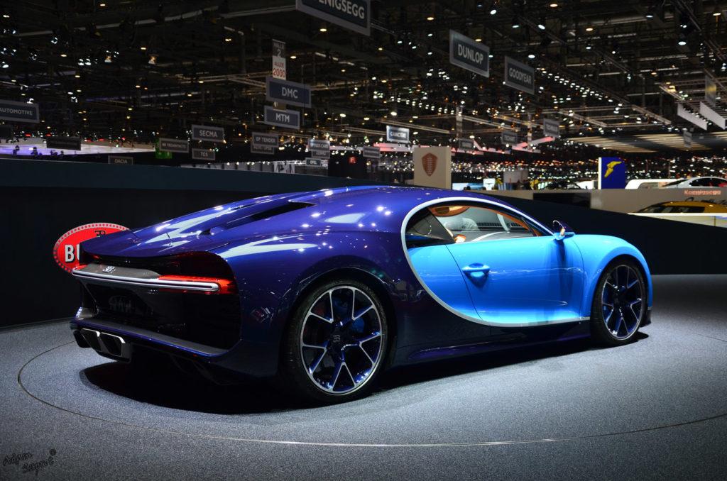 Tył Bugatti Chiron, premiera mtoryzacjna, blog o motoryzacji, najlepszy blog motoryzacyjny z samochodami, 3 do setki, strona o motoryzacji.