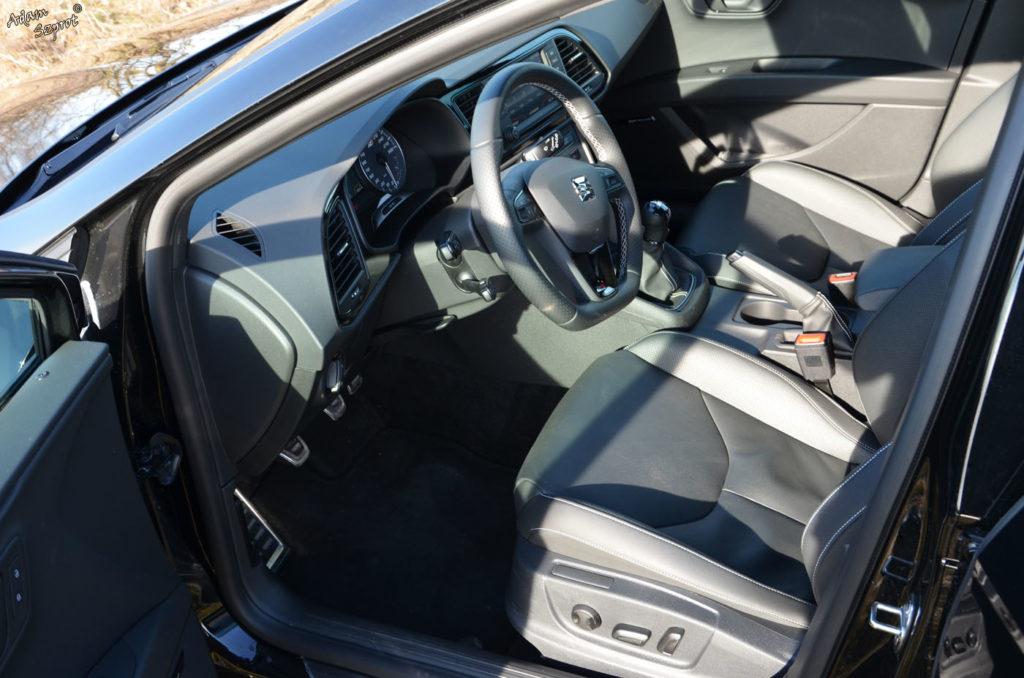 Seat Leon Cupra ST test motoryzacyjny na witrynie przedstawiającej ekscytującą część motoryzacji, testy samochodów, blog motoryzacyjny, premiery super aut, podróże motoryzacyjne, wnętrze seata cupry