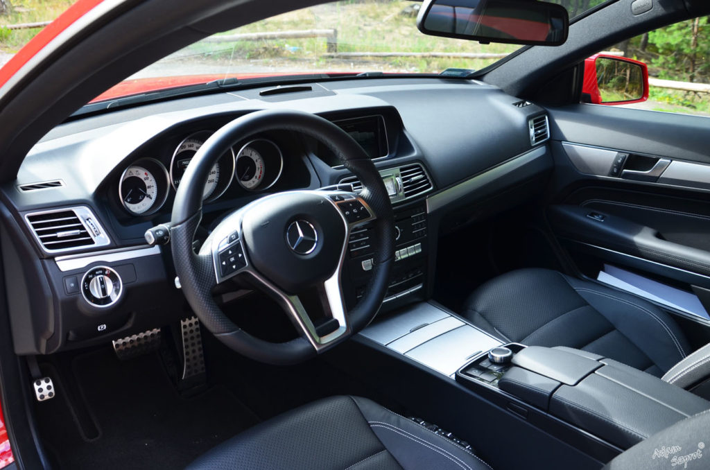 Mercedes-Benz E 250 Coupe / E 400 Kabriolet - wnętrze Mercedesa, ciekawy test samochodów, blog motoryzacyjny, blog o samochodach i autach, ciekawe opisy samochodów