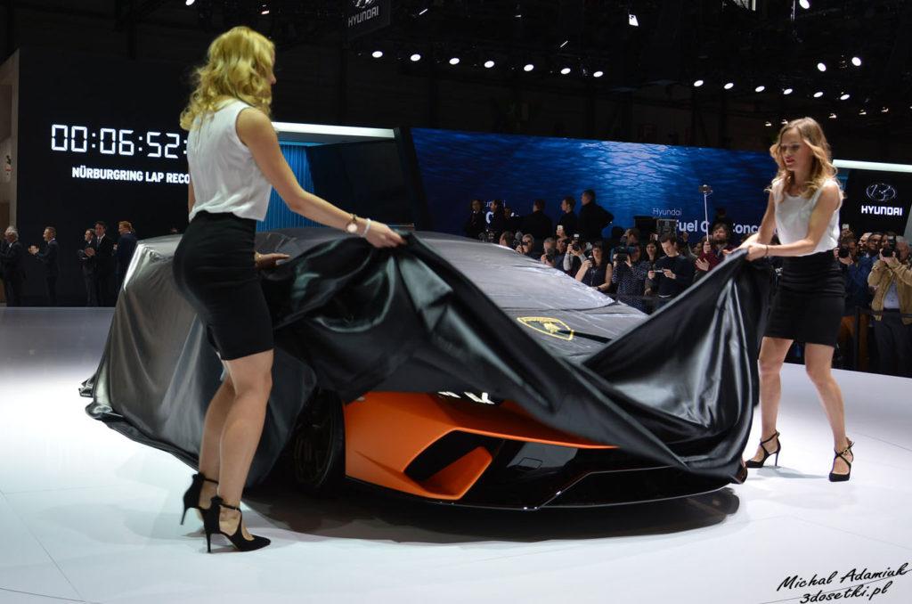 Dziewczyny odsłaniają Lamborghini Huracan Performante - premiera na Geneva Motor Show, blog o samochodach,, premiery motoryzacyjne, witryna o samochodach
