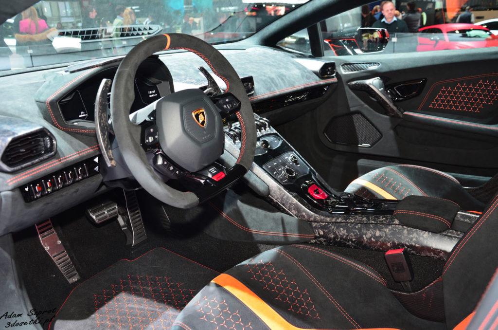 Wnętrze Lamborghini Huracan Performante na blogu motoryzacyjnym