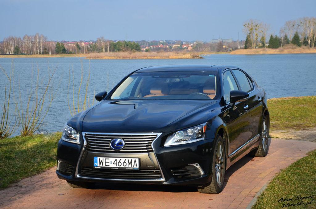 Widok z przodu testowanego Lexusa LS