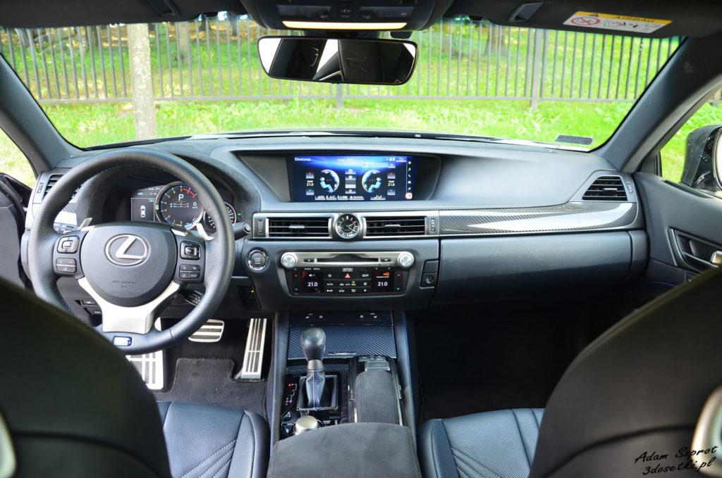 Deska rozdzielcza Lexusa GS F
