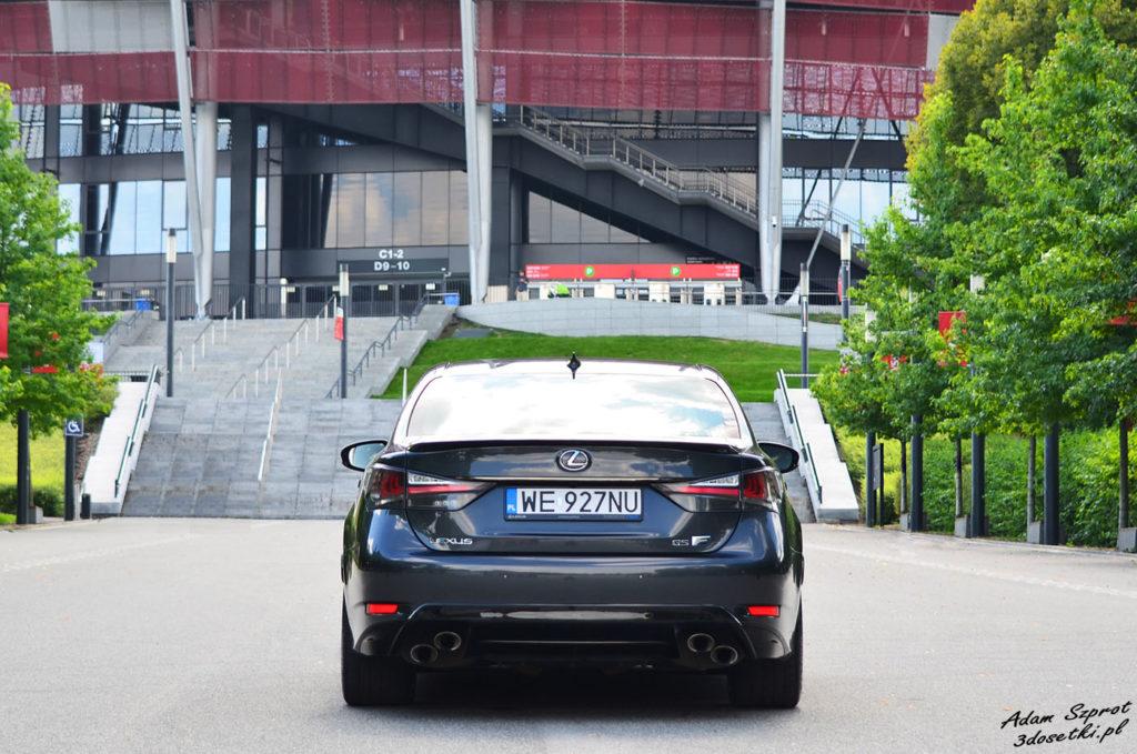 Lexus GS F widziany z tyłu na teście motoryzacyjnym 3dosetki.pl