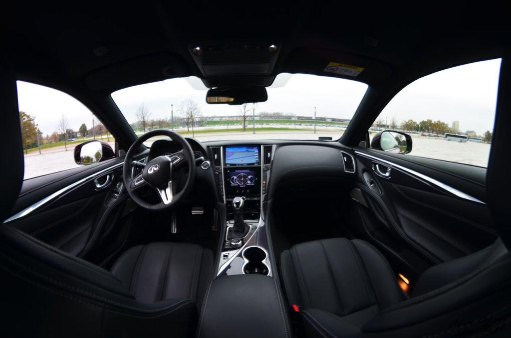 Wnętrze Infiniti Q60 3,0T - testy samochodów na portalu motoryzacyjnym