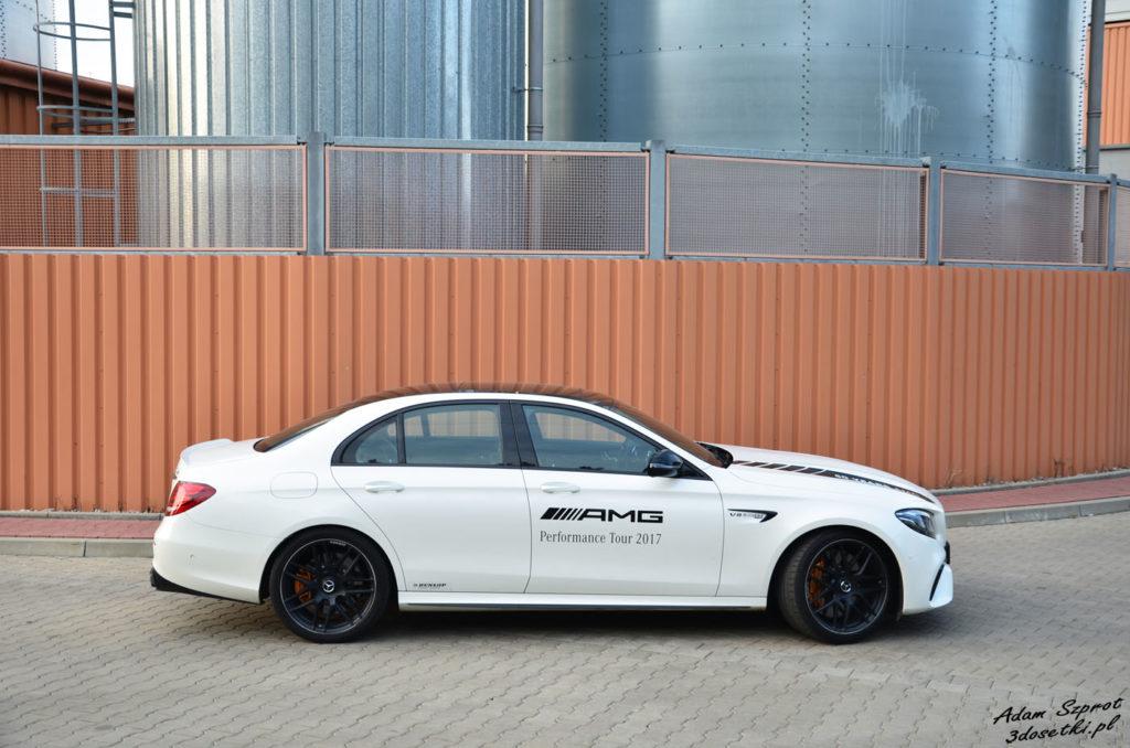 Widok z boku na Mercedesa-AMG E63 S
