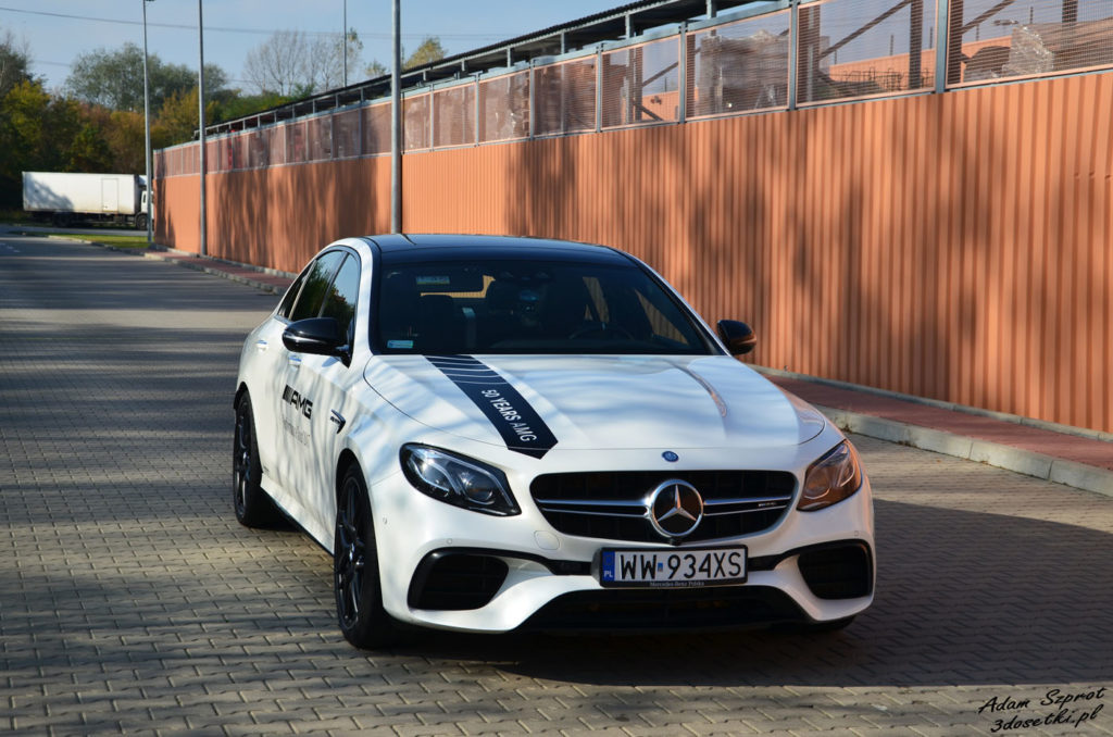 Mercedes od AMG widziany z przodu