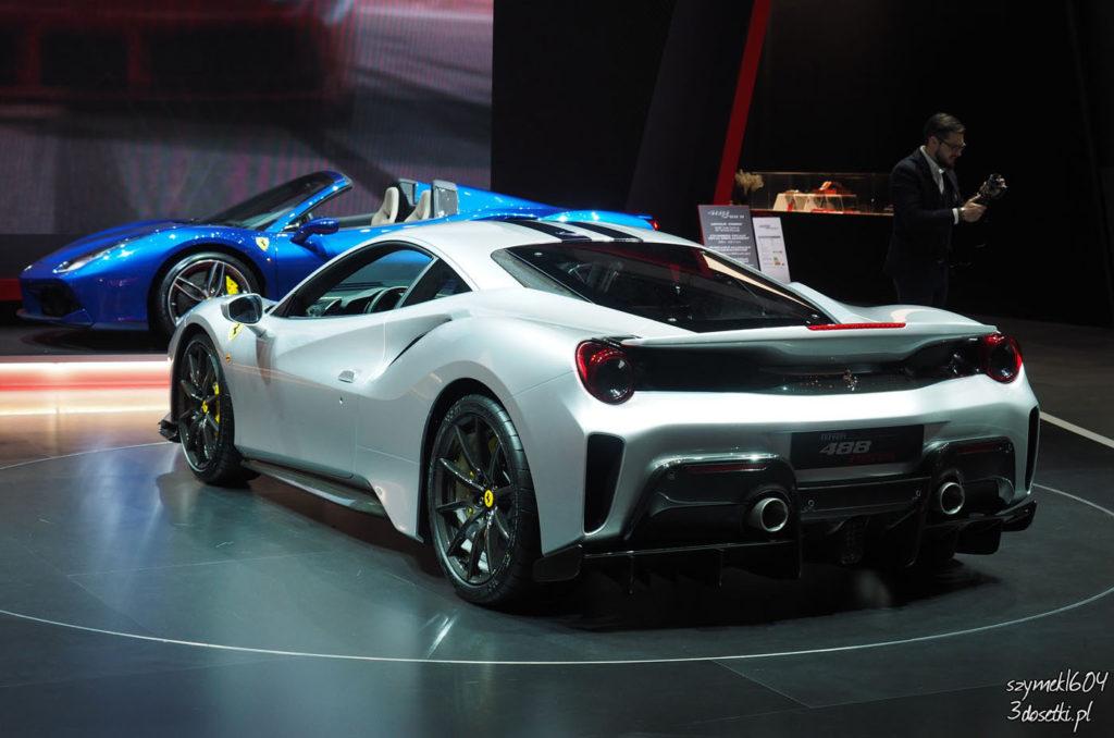 Tył Ferrari 488 Pista na blogu motoryzacyjny, relacje, premiery i targi samochodowe