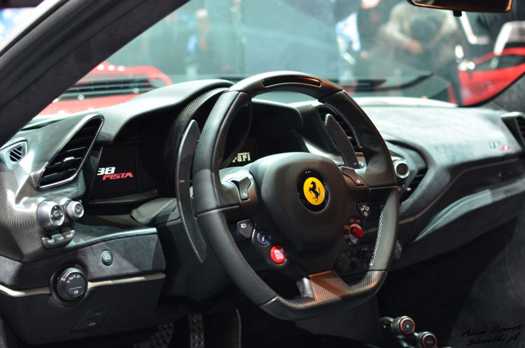 Wnętrze Ferrari 488 Pista na stronie o motoryzacji
