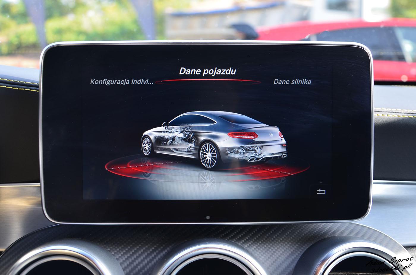 Tryby jazdy i ładna grafika w Mercedesie C