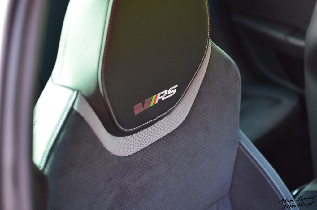 Fotele i logo RS w nowej Skodzie Octavii RS 245, testy motoryzacyjne