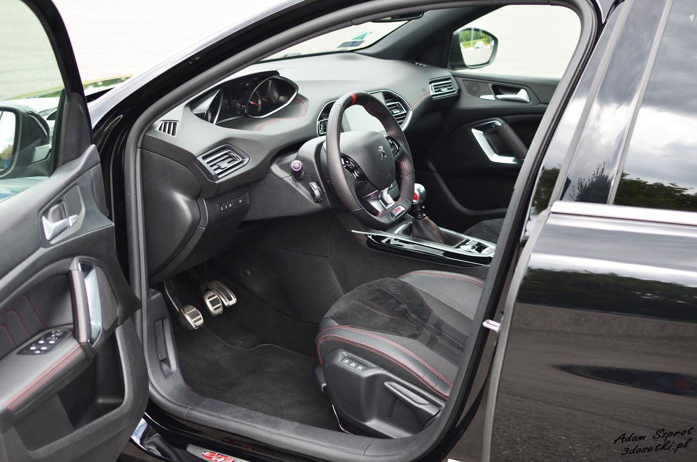 Wnętrze Peugeota 308 GTi, strona motoryzacyjna